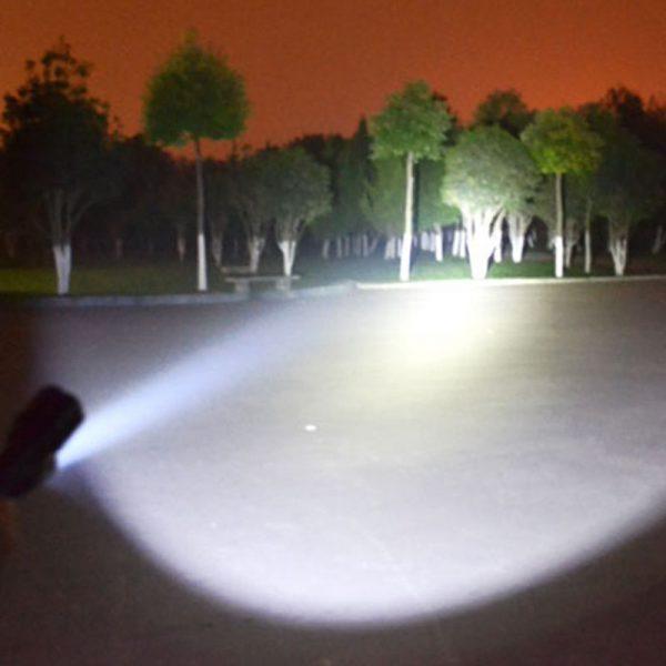 TORCIA LED TELESCOPICA DA DIFESA 9500 LUMEN